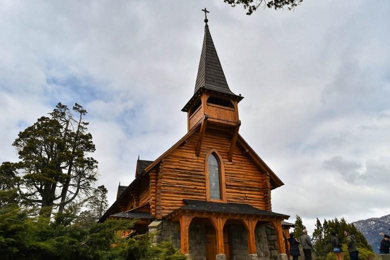 Capilla de San Eduardo is a 1938 wood-and-stone chapel designed by Argentinian legend Alejandro Bustillo