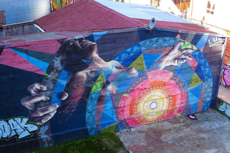 Luz, a mural by the Vida in Gravita crew in Valparaíso