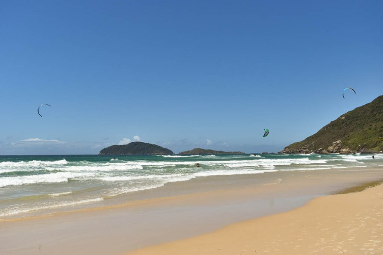 Praia do Santinho is a good spot for paragliding in Florianópolis