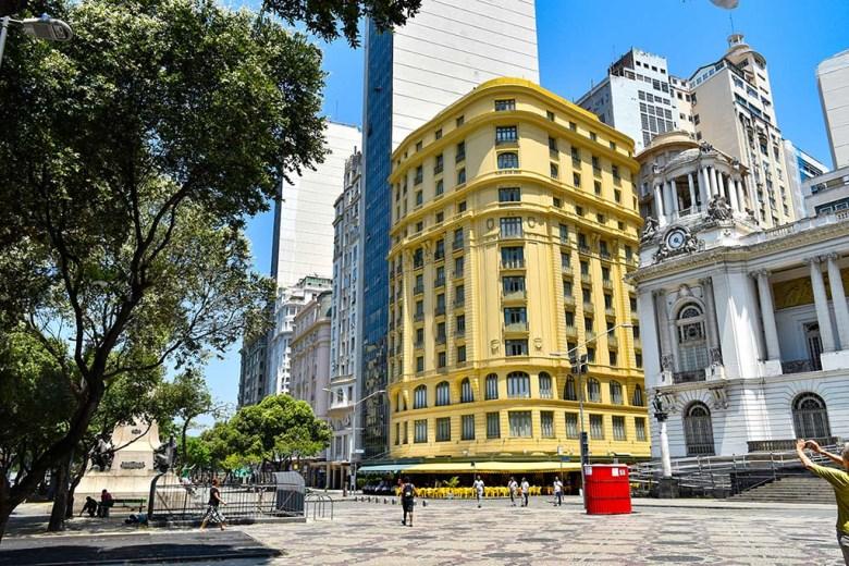 The Rio de Janeiro free walking tour includes highlights of downtown like Cinelândia Square