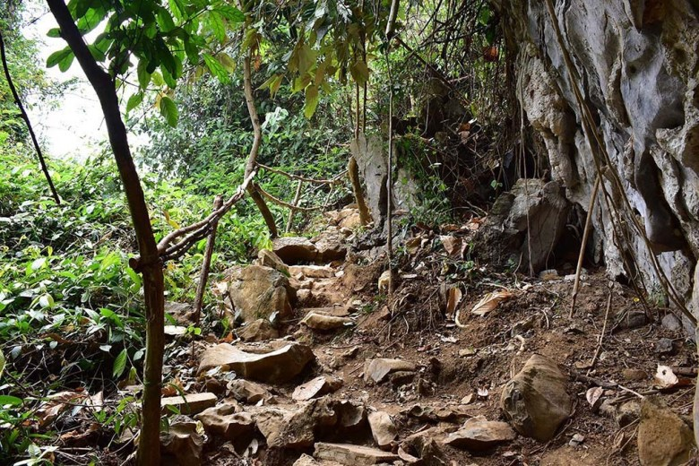 The Pha Ngeun hiking trail is steep with loose and uneven rocks in some sections