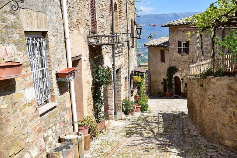 Montefalco, one of Umbria's charming medieval towns, is the home of the Sagrantino grape