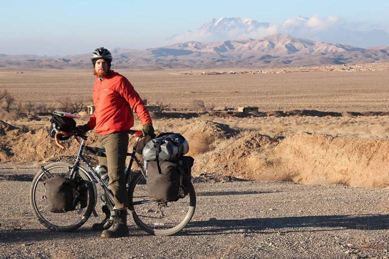 Tim cycling in Iran on the course of the journey