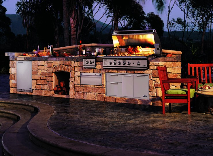 DCS outdoor kitchens and bbq grills at Carefree Outdoor Living