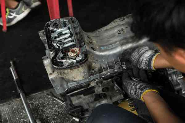 Engine valve car maintenance - Care my cars-min