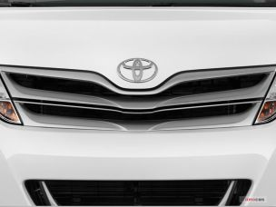 2015_toyota_venza_grille
