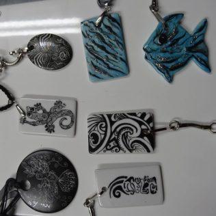 bijoux et porte-clefs