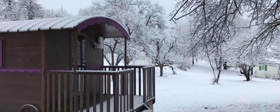 première chute de neige à la roulotte