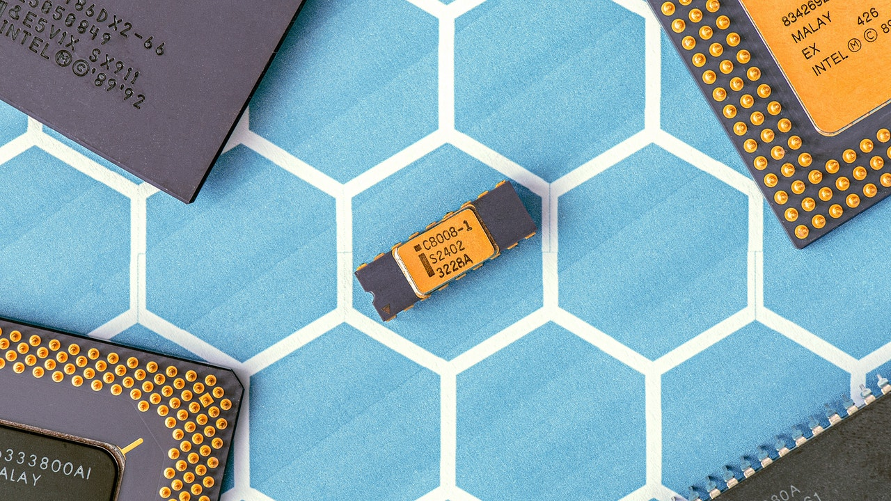 Nano technology are being used in Intel