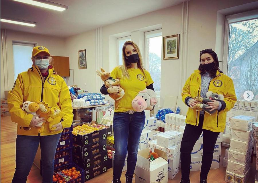 Scientology Volunteer Ministers Reach Out to Needy Families with Food,