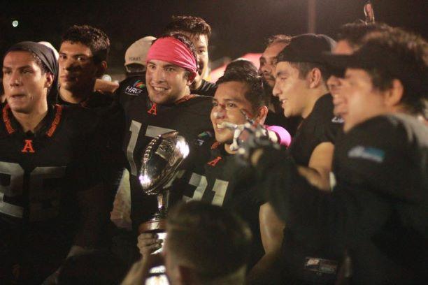 Leones de la Universidad Anáhuac se coronan de manera invicta superan 29-21 a Lobos