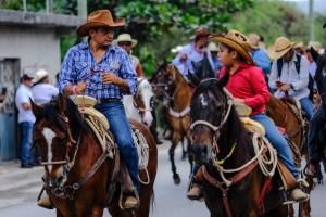 Con cabalgata festejan el 46 aniversario del poblado de Bonfil, en Cancún