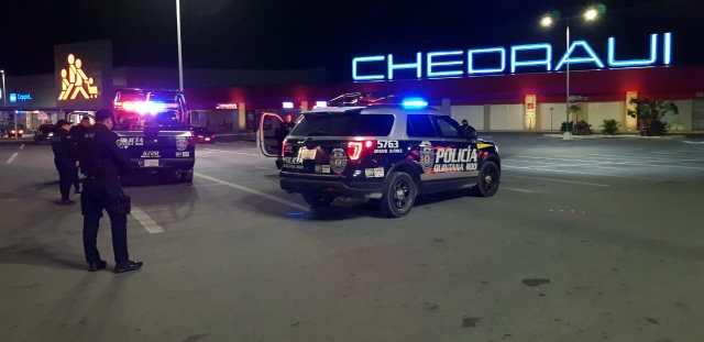 Operativo de vigilancia policiaca en supermercados de Cancún