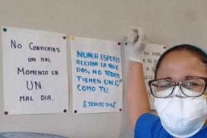 Son los héroes que cuidan la salud de los médicos y enfermeras