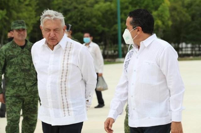 """Presidente López Obrador presente en festejo por """"Día de la Marina"""" en Isla Mujeres"""
