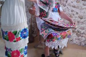 """""""Youtuber"""" Maggie Magaña visita y difunde trabajo de artesanas carrilloportenses"""