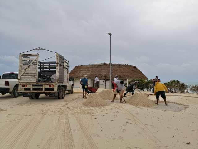 Devuelven la arena que Zeta sacó de las playas de Cancún