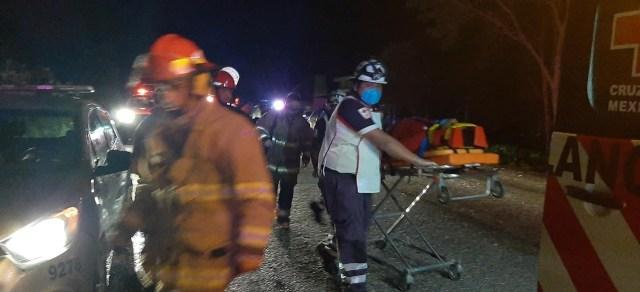 Incendio en plaza comercial de zona hotelera de Tulum obliga a movilizar a mil personas
