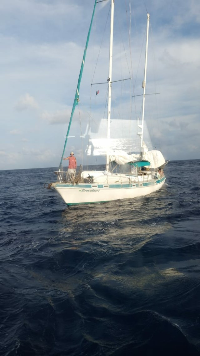 Secretaría de Marina rescata a par de náufragos noruegos a la deriva cerca de Akumal