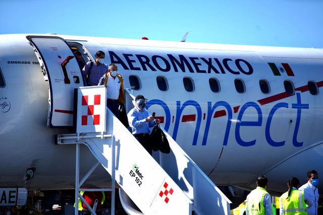 Pide Aeroméxico cambio en contratos colectivos con pilotos y azafatas para seguir operando