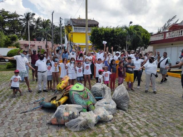 La Fundación Ecológica Eco-Bahía realizó la tercera jornada de limpieza, reforestación, pintura y mantenimiento del mobiliario en Chemuyil