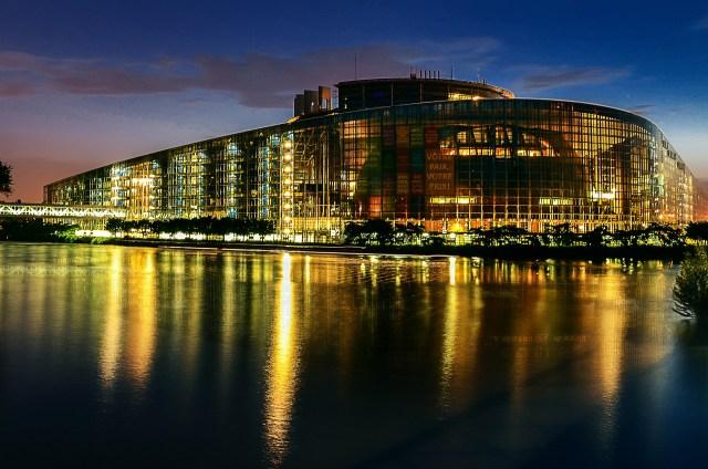 Analizarán eurodiputados cuasimonopolios del mercado digital