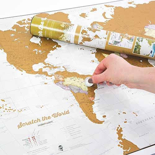 idees-cadeau-voyageur-originale-caraibexpat-5-carte-du-monde-a-gratter