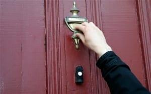 man-knock-at-door_2929873b