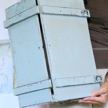 Azzurro polvere per questa scatola di legno vintage. Corso shabby nel nostro atelier-spazio corsi