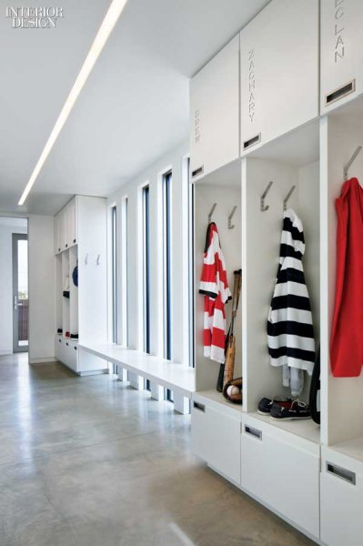 417702-The_mudroom_is_fitted_with_custom_Corian_storage_cubbies_.slideshow.fixedRatio.399x600