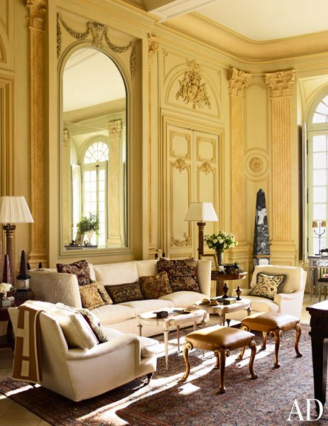 item3.rendition.slideshowWideVertical.timothy-corrigan-04-loire-valley-estate-grand-salon-wall-after
