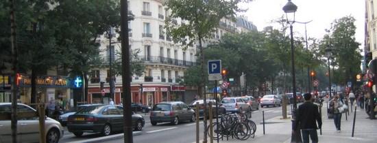 Pour le réaménagement des grands axes urbains à Montréal; l'exemple du boulevard de Magenta à Paris