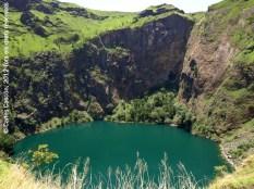 Llac al cràter del Mont Mbapit