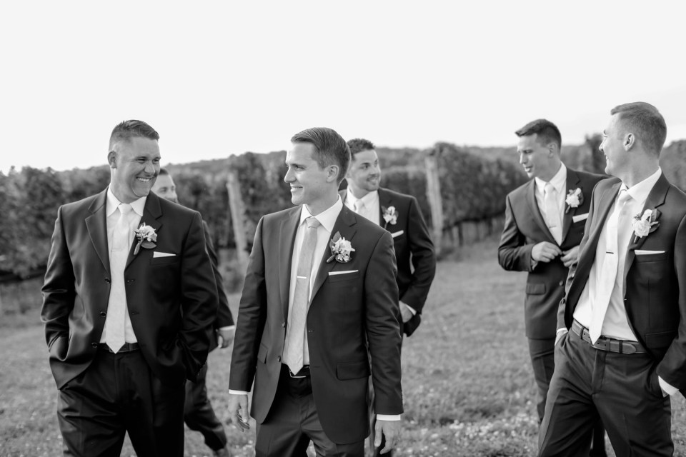 42A-Stone-Tower-Winery-Summer-Wedding-GG-1150