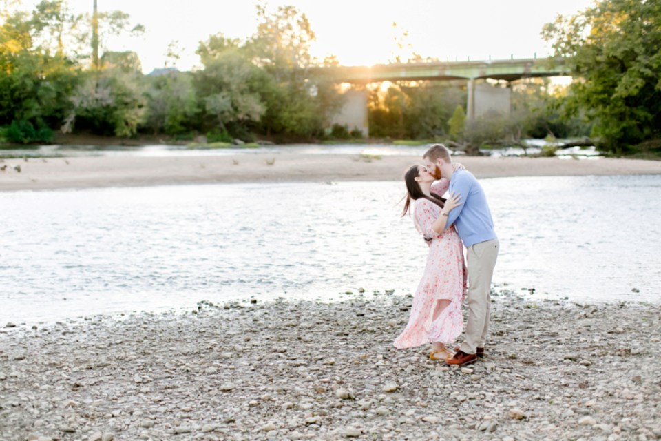 29downtown-fredericksburg-virginia-engagement-session-sarah-and-russell-1059