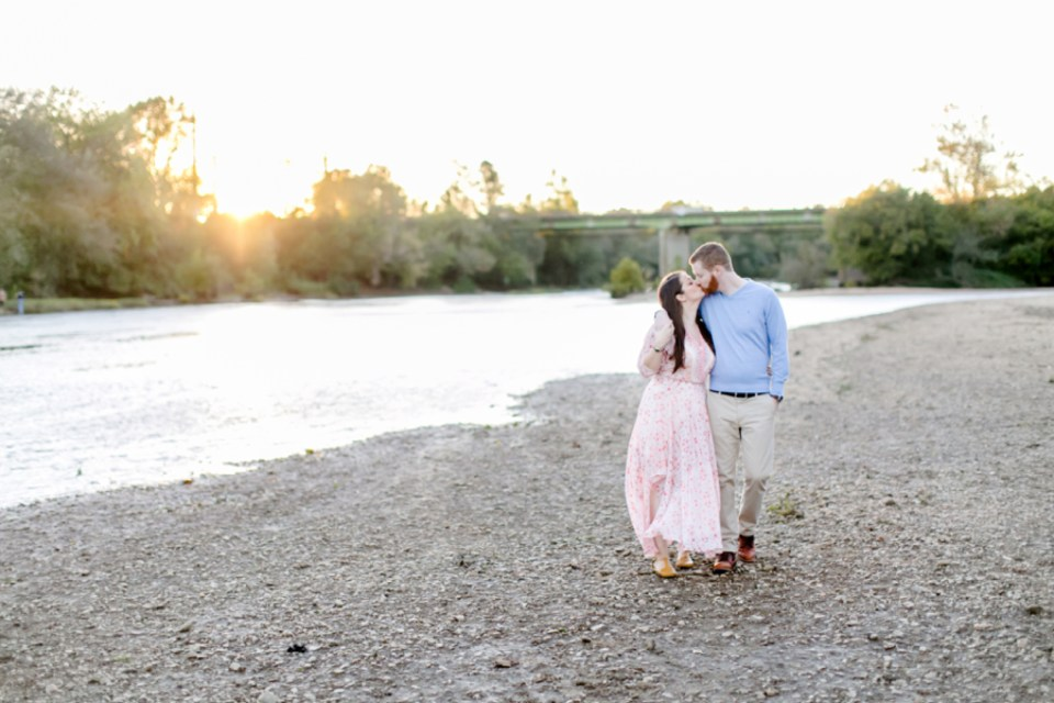 35downtown-fredericksburg-virginia-engagement-session-sarah-and-russell-1069