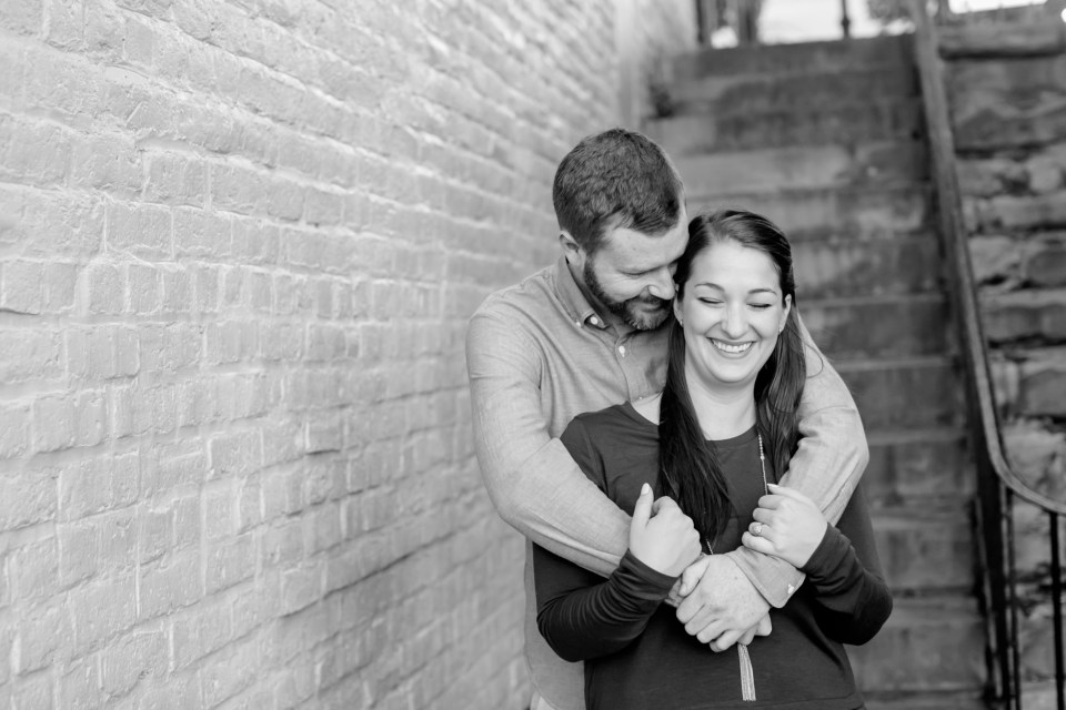 9downtown-fredericksburg-virginia-engagement-session-sarah-and-russell-1013