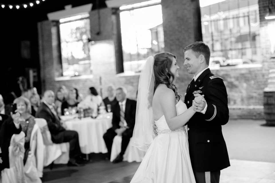 16a-inn-at-the-olde-silk-mill-wedding-fall-ashlee-stephen-carley-rehberg-photography-1168