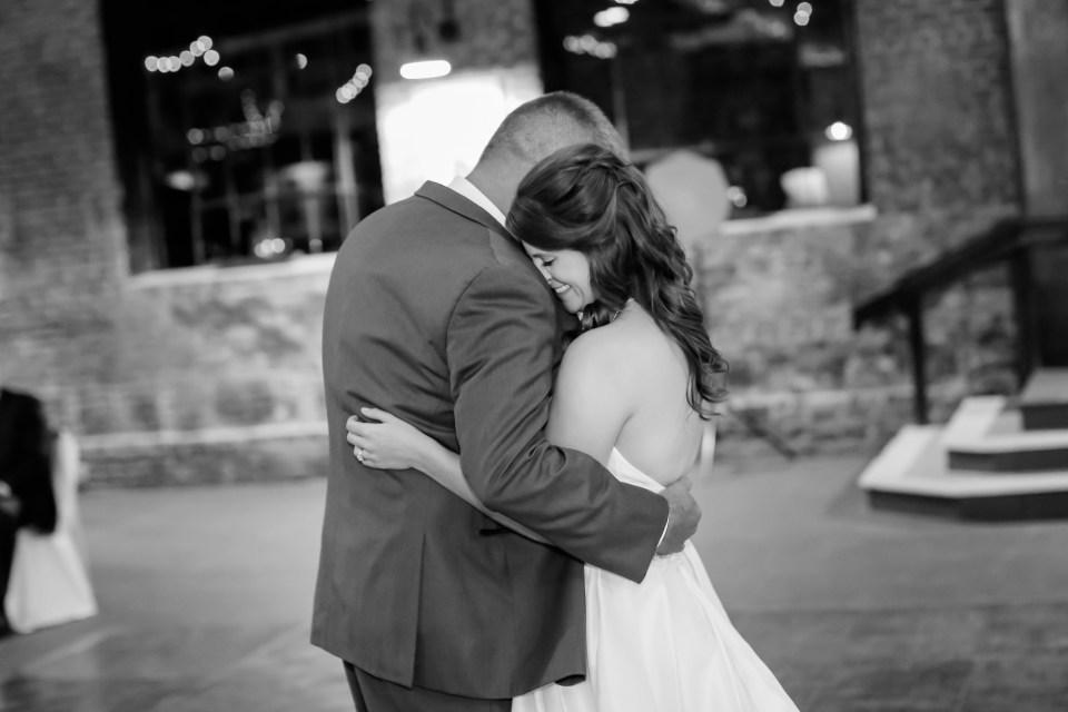 23a-inn-at-the-olde-silk-mill-wedding-fall-ashlee-stephen-carley-rehberg-photography-1178