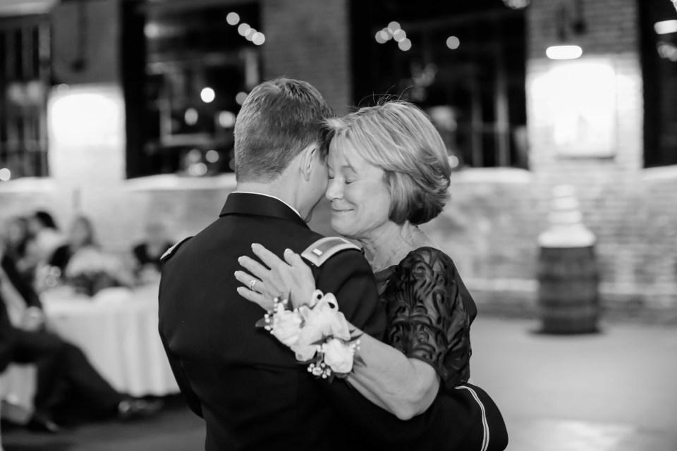 25a-inn-at-the-olde-silk-mill-wedding-fall-ashlee-stephen-carley-rehberg-photography-1183