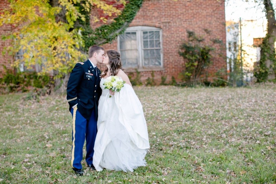 38-a-inn-at-the-olde-silk-mill-wedding-fall-ashlee-stephen-carley-rehberg-photography-1139