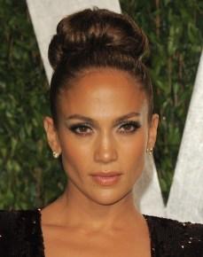 Jennifer-Lopez-in-H_Stern-earrings-at-VF-Oscar-Party-2_26_12