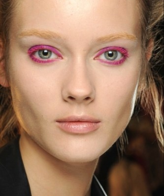 pink-eye-mascara-makeup