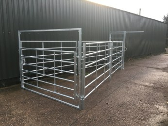 Cattle Handling System - Side View showing sliding gate closed.