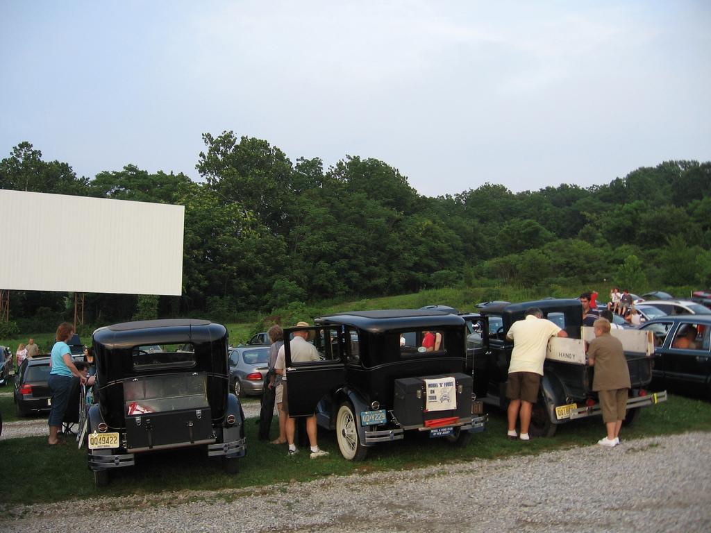 Old-time cars at the Warwick-Drive-In