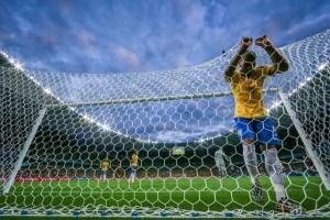 Fernandinho, tras recibir uno de los siete goles en el 'Mineirao' / JEFFERSON BERNARDES/VIPCOMM