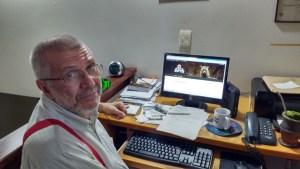 CWagner em frente ao computador/ foto: José Rocha