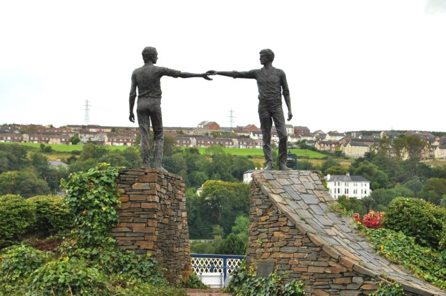 ni-hands-across-the-divide-derry
