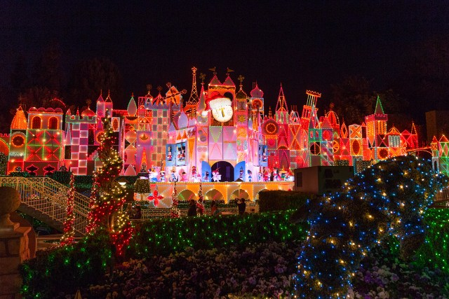 It's a Small World decorated for Christmas from around the world Carltonaut's Travel Tips