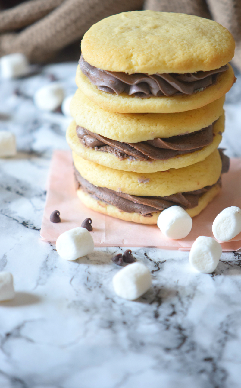 Click to read how to make Hot Chocolate Marshmallow Cookies . A great cookie recipe that doesn't need chilling and it's perfect for the cozy season!